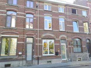 Ben jij op zoek naar een instapklare stadswoning in het centrum van Leuven ? Plan dan zeker een bezoek aan deze volledig gerenoveerde rijwoning in de