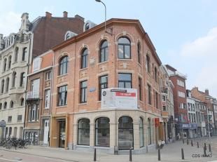 CDS IMMO verhuurt 3 kwalitatieve, dynamische en modulaire kantoorruimtes (nr. 5, 6 en 8) van +/-75m² elk aan de Tiensepoort. Het oude café