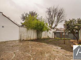 Idéalement situé sur la rue de la Victoire, entre la barrière de Saint-Gille et le Châtelain, superbe triplex avec terrasse