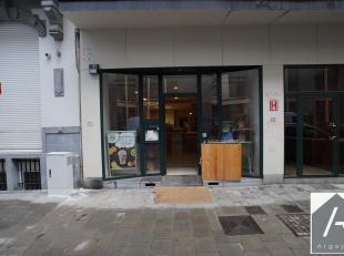 Het is in Brussel, in de Rue Croix de Fer, op slechts een steenworp afstand van het Royal Park waar dit bedrijf te huur is gevestigd. Dit is een oude