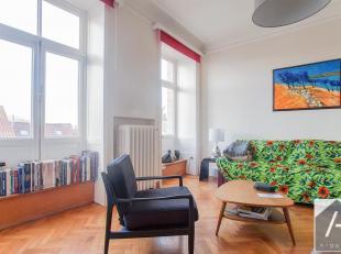 Aan de prachtige Avenue Montjoie, op 100 m van het Terkamerenbos, in een prachtig herenhuis aan de Parisienne, ligt dit mooie 3 kamer appartement.Op d