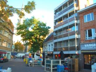 Temidden van het bruisende centrum van de stad Hasselt bevindt zich aan de Maastrichterstraat 34 dit appartement in een kleinschalige residentie.  Het