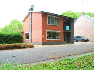 Aan de Ravenshoutstraat 6 in Tessenderlo, deelgemeente Hulst, bevindt zich deze woning op een perceel van 10a10ca.  De woning is gunstig gelegen in de