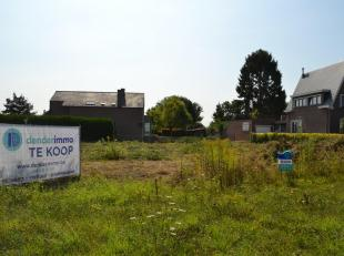 Denderimmo verkoopt te Okegem: 2 mooie zuidgerichte percelen bouwgrond voor open bebouwing (hoek Aalstersesteenweg-leopoldstraat). Loten 1 en 2 hebben