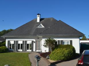 Denderimmo verhuurt nabij centrum Aspelare: Stijlvolle open bebouwing/bungalow met 2 slaapkamers, nieuwe keuken, mooie tuin en garage. Indeling: op he