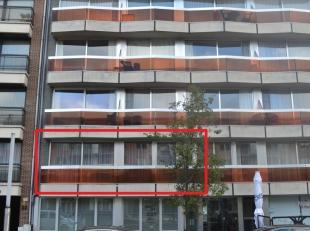 Denderimmo verhuurt te centrum Ninove, rechtover Ninia-shoppingcenter: ruim en lichtrijk appartement (100 m²) op de eerste verdieping met 3 slaap