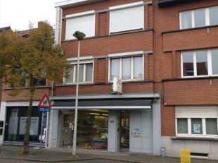 Immo3000 biedt deze woning met potentieel te koop aan in Kessel-Lo. De woning is momenteel ingedeeld met de gelijkvloers als handelsruimte + keuken en