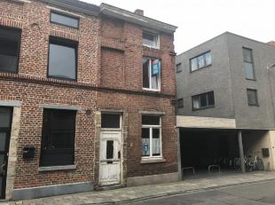 Immo3000 heeft een zeer interessante woning te koop in Leuven, vlak naast het stadspark. De op te knappen woning bestaat vandaag uit 4 kamers en kan d
