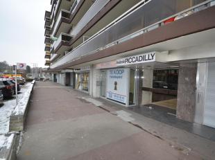 Immo3000 verkoopt een goed gelegen handelsruimte aan de Tervuursevest in Leuven (Heverlee).<br /> Het pand bevindt zich in de residentie Piccadilly op