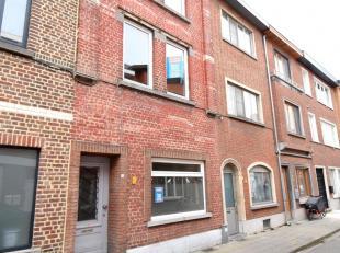 Immo3000 biedt deze gezellige woning te koop aan vlak aan de stadsrand van Leuven.<br /> Vanuit de inkomhal betreedt u de eerste slaapkamer, de living