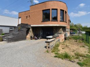 Bij Immo3000 staat deze woning met goede bereikbaarheid van het station station(Leuven of Wijgmaal) en autosnelweg(E314) te koop.<br /> Via de trap be