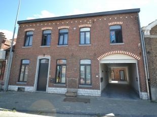 IMMO3000 heeft dit prachtig duplexappartement in het centrum van Kumtich te huur, vlakbij de E40 en op een steenworp van Tienen.<br /> Deze duplex bes