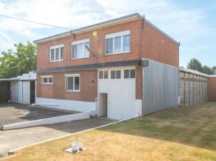 Immo3000 biedt deze unieke woning te koop aan in Holsbeek. Deze ruime woning is rustig gelegen op een perceel van 30,51a. Het woninggedeelte is als vo