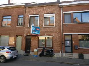 Immo3000 biedt deze rustig gelegen gezinswoning aan de stadsrand van Leuven te koop aan. De woning ligt op wandel- of fietsafstand van openbaar vervoe