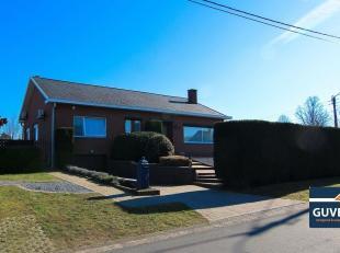 Verzorgde vrijstaande woning met 3 slpks, tuin en dubbele garage. Deze woning is rustig gelegen op een hoekperceel van 9 are 24 ca en met een vlotte v