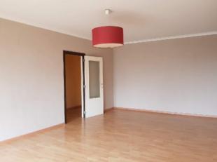 L'agence Dupont a le plaisir de vous présenter un bel appartement dans le centre-ville de Tournai. Situé au 6eme étage de la r&ea