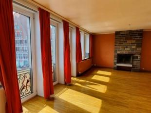 Bel appartement avec magnifique vue sur la Grand'Place de Tournai. Situé au deuxième étage avec ascenseur, il est composé