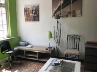 Chambre à louer dans le centre-ville de Tournai, à proximité immédiate de la Grand'Place, avec salle de douche et WC priva