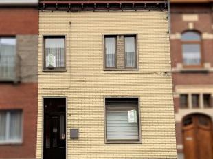 Située à proximité de toutes commodités, cette maison vous offre un hall d'entrée, un living de +/- 30 m², une
