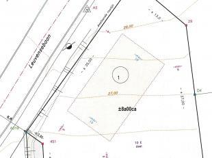 Centraal gelegen perceel 35 m breed, ondiepe bouwgrond (Lot 1) zonder bouwverplichting. Westelijk georiënteerd. Open bebouwing met gevelbreedte m