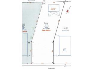Rustig gelegen perceel bouwgrond OB met vergunde achterin gelegen garage, oppervl; 6a97ca, breedte 15,70 m, diepte 43,00 m. bouwbreedte mogelijk 9,70