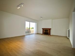 Dit zéér ruim en volledig gerenoveerd 2-slaapkamer appartement is gelegen op de eerste verdieping nabij het centrum van Kuurne, dichtbij