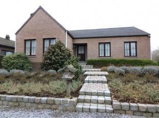 Verzorgde woning met 3 slpk., inpandige garage, grote kelder en tuin. Met bijzonder aangename leefruimte (parketvloer) en grote woonkeuken (nieuwe toe