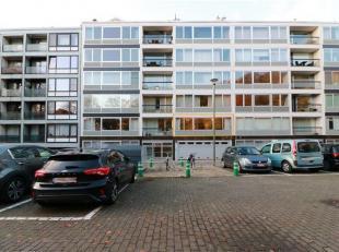 Ideaal gelegen appartement met 3 slaapkamers, gelegen op de 1ste verdieping in een residentie met een lift. Dit drieslaapkamer appartement omvat verde