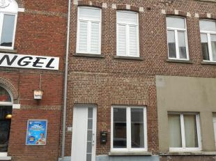Te huur in volle centrum Diest, Demerstraat 65, een gerenoveerde rijwoning met woonkamer, ruime ingerichte keuken, apart toilet, badkamer, 3 slaapkame