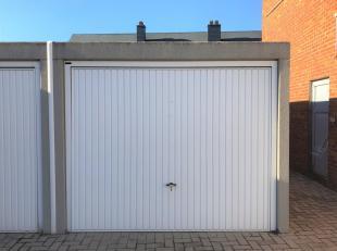 Afgesloten GARAGE te koop te Halen, Doelstraat 41<br /> De garage is te bereiken via De Nieuwe Gracht en Zagerijplein.<br /> Verkoopprijs : 19.500 eur