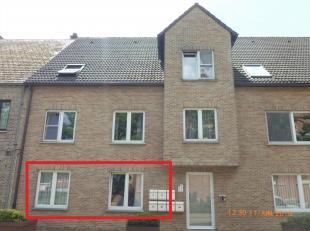 Te Huur Sint-Jozefsplein 27 te Tessenderlo, een gelijkvloers appartement met woonkamer en half open geïnstalleerde keuken, 1 slaapkamer, badkamer