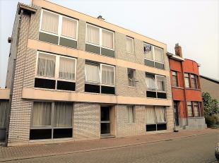 Appartement te huur in Diest, net buiten het centrum.  Dit appartement is gelegen in een gebouw zonder lift op de 2de verdieping.  Via in de inkomhal