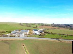 Bien exceptionnel! Somme-Leuze: très belle ferme en carré implantée sur cinq hectares et demi et se composant comme suit: plusieu