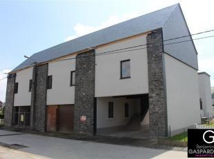 Appartement (duplex) de 165 m² rénové situé dans une rue calme de Marloie et se composant comme suit: hall d'entrée p