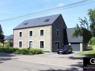 Superbe maison avec terrasse, jardin et garage située à Rendeux se composant comme suit: hall d'entrée, wc indépendant, cu