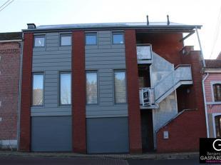 Superbe appartement situé en plein centre de Marche d'une superficie de 75 m² + garage privatif se composant comme suit: hall d'entr&eacut
