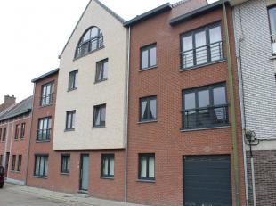Zeer ruim appartement (145 m² netto) met 3 slaapkamers (4 mogelijk)De INDELING:Kelder: privatieve kelderberging + 2 ruime autostaanplaatsenVerdie