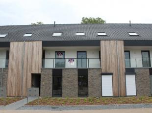 Nieuwbouwappartement (duplex) met 2 slaapkamers in het centrum van Schaffen De INDELING:Kelderverdiep: privatieve autostaanplaats en kelderbergingVerd