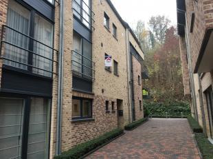 Mooi en zeer goed gelegen appartement met 2 slaapkamers en autostaanplaats in het centrum van Diest. De INDELING is als volgt:Kelderverdieping: autost
