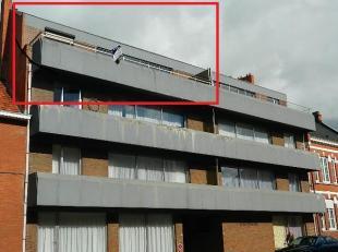 Goed onderhouden en ruim dakappartement / penthouse met gunstige ligging nabij het station en het centrum van Schaffen en Diest. De INDELING is als vo