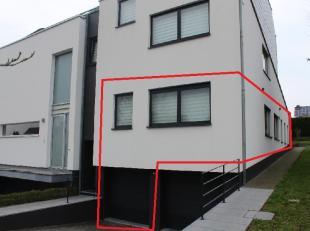 Modern gelijkvloers 3-slaapkamerappartement met privé-tuin van +/- 4 are nabij het centrum van DiestDe INDELING:Kelderniveau : garage met motor