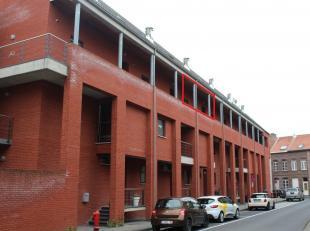 Prachtig gelegen duplex-appartement met 3 ruime slaapkamers in residentie 'Cerckel'.De INDELING: Kelder: privatieve autostaanplaats en ruime kelderber