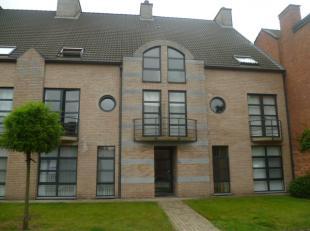 Mooi appartement met 2 slaapkamers en garage aan de stadsrand van Diest.De INDELING:- gelijkvloers: garagebox- verdieping +1: inkomhal, keuken, woonka