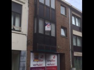Gezellig 2 slaapkamerappartement in het centrum van Diest met een zeer ruim terras.De INDELING:- verdieping +1: inkomhal, toilet, 2 slaapkamers, badka