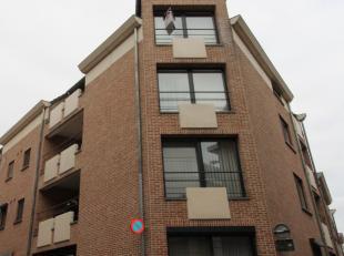 Ruim appartement met 2 slaapkamers en garage in het centrum van Diest. De INDELING:Kelderverdieping: garageVerdieping +3: inkomhal, toilet, woonkamer