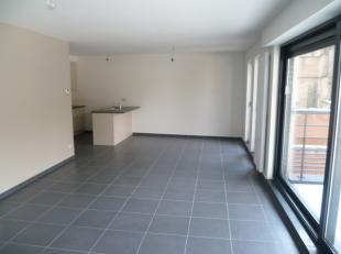 Zeer gunstig gelegen appartement met 2 slaapkamers en ruim terras in het centrum van Diest!De INDELING is als volgt: Gelijkvloers: autostaanplaatsVerd