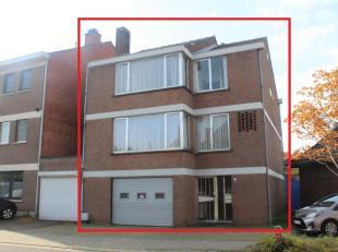 Ruime goed gelegen, te renoveren bel-etage woning met tuin nabij het centrum van Diest!Gelijkvloers: inkomhal, ruime garage, wasplaats, tuinVerdieping