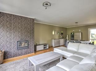 Prachtig appartement met 3 slaapkamers en ruim terras zoekt een huurder. Het appartement is gelegen op de 2de verdieping van een klein gebouw. 6 jaar