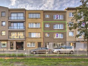 Dit recent volledig vernieuwd appartement op de 2de verdieping in een appartementsgebouw van 4 units zoekt een nieuwe eigenaar! Het appartement is nog