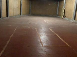 TE HUUR <br /> <br /> ruime afgesloten loods in een afgesloten garagecomplex. <br /> <br /> Water en elektriciteit aanwezig<br /> Vochtvrij<br /> 128m